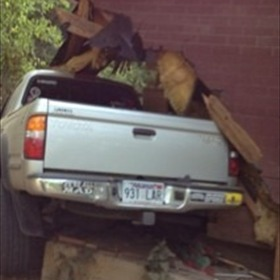 Truck into house_-2142357947771565649