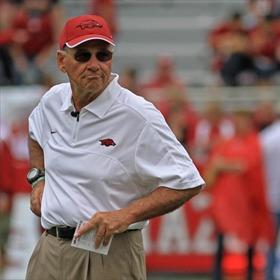 Hogs Coach John L. Smith_-4143513555913195266