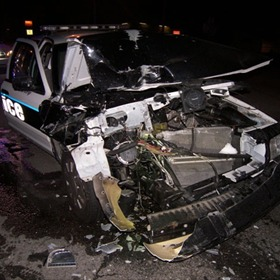 Wrecked police car_6037330792349060343