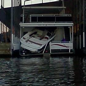 Oklahoma boating accident kills two UA students_-1192422213088359171