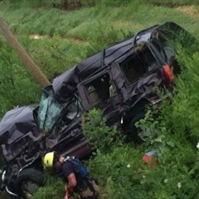 Car goes off embankement  in Little Rock_-7923754837934849633