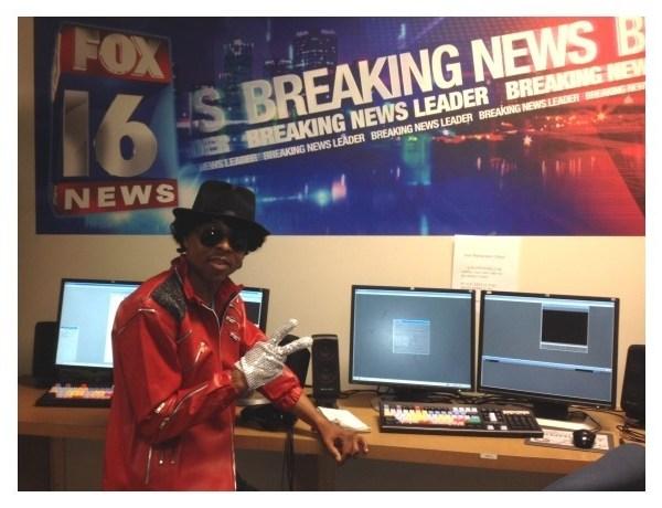 Shawn Brown dressed as Michael Jackson_5259810132798029999