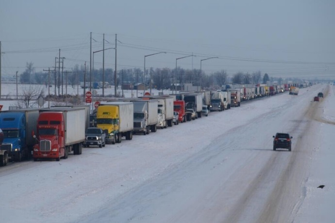 Trucks backed up on Interstate 55 from West Memphis to Missouri state line._8427504456917207411