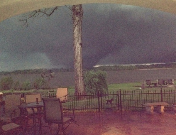 April 27 tornado crossing Arkansas River from Pulaski to Faulkner County_-5750485938402671950