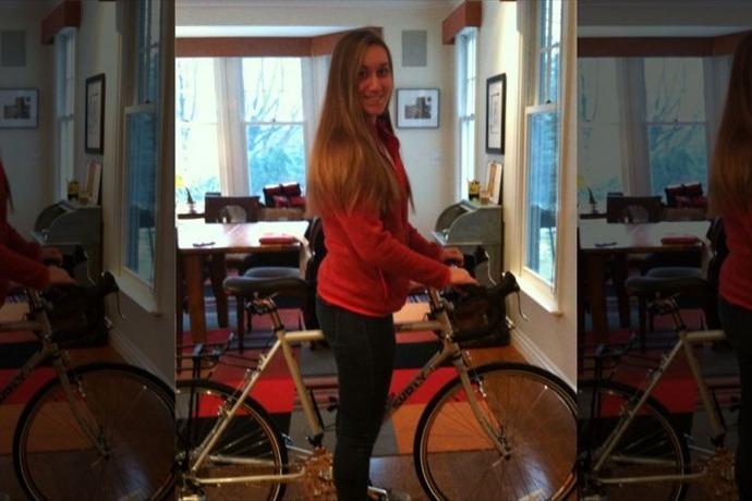 Merritt with her bike before the big bike trip.The Levitan family (Photo Courtesy of foxnews.com)_5645244116988543070