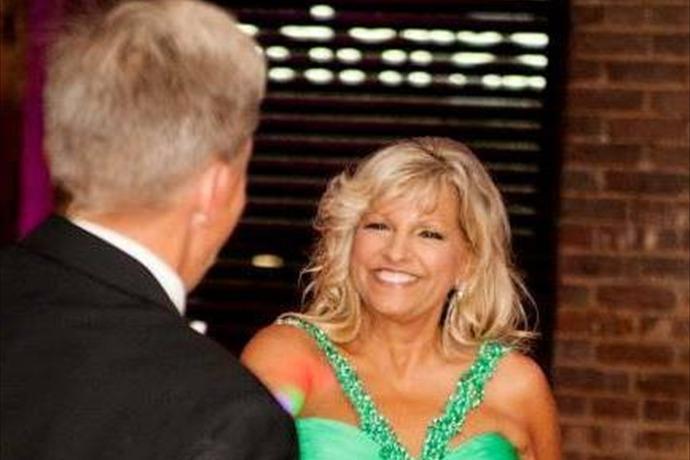 Beverly Carter in green dress_-2941798780207152756