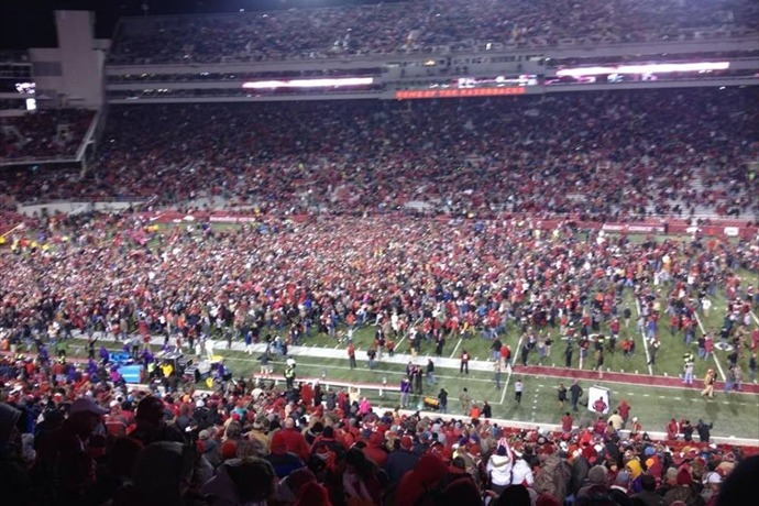 Razorback fans on field after LSU win_938326358062811137