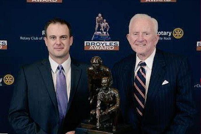 Tom Herman 2014 Broyles Award winner _6768447991759520375