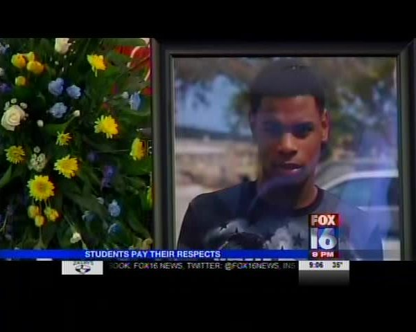 Students Pay Respect to Fellow Classmate Shot Down At Party_4498884623191917507