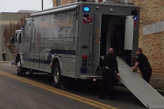 Bomb squad at Washington Co. Courthouse_3601070888828159296