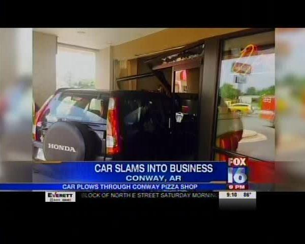 Car Crashes Into Pizza Restaurant_1487071046993202082