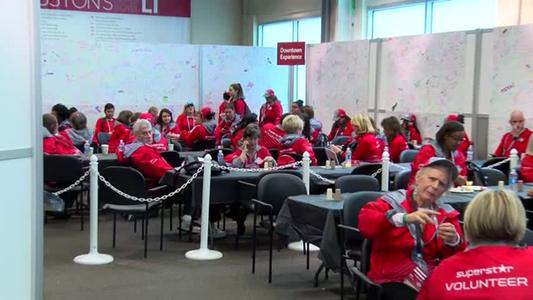 Houston volunteers help Super Bowl city_60676757