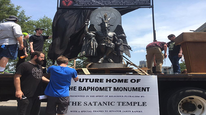 Hundreds Attend Little Rock Capitol to Support Satanic