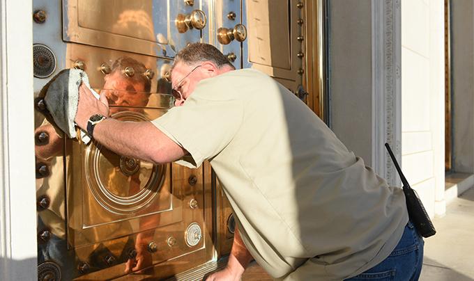 bronze doors polisher_1547512015441.jpg.jpg