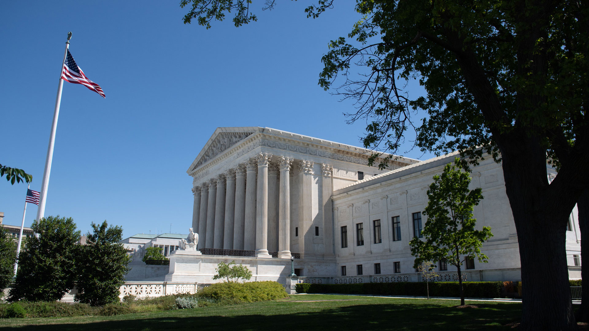 Justices rule gay workers protected from job discrimination | KLRT ...