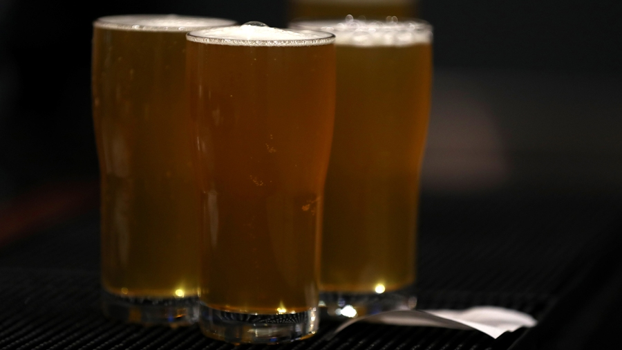 It S National Beer Day Here S How Many Brews People Drink In A Week Klrt Fox16 Com